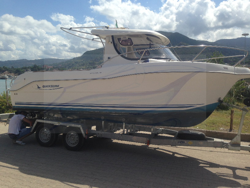 Quick Silver Pilothouse 640 powered by Mercury 115